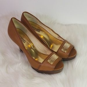 Michael Kors tan peep toe pump 8.5